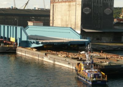 Loading of the loading platform for the port of Trelleborg