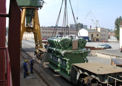 Transhipment of the 80.0 T diesel engine from a wagon to a ship
